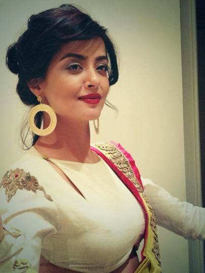 Actress Surveen Chawla Contact
